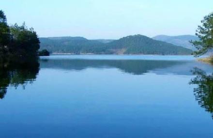 介绍 观音湖风景区位于孝昌县的东北部的小悟乡境内,距武汉天河国际
