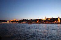 夜幕下的多瑙河